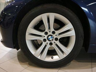 begagnad BMW 320 d Touring Model Sport Värmare Appstyrd