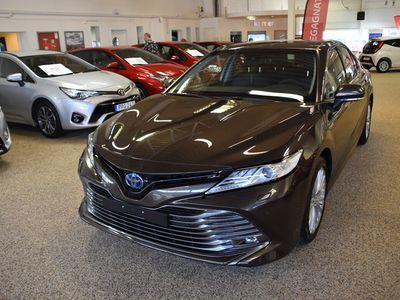 begagnad Toyota Camry Hybrid 2,5 EXECUTIVE PREMIUMPAKET VINTERHJUL