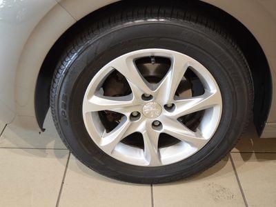 begagnad Peugeot 208 5D 1.2 82 hk VTi Limited