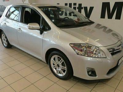 begagnad Toyota Auris halvkombi Hybrid 1.8 VVT-i CVT 99hk M-VÄRMARE bensin automat Silver