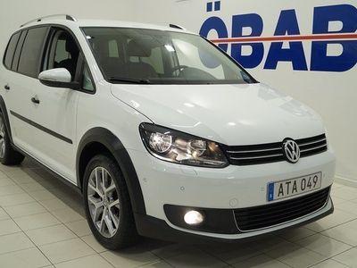 begagnad VW Touran Cross 1.4 TSI 7-sits 140hk Skinnklädsel Drag