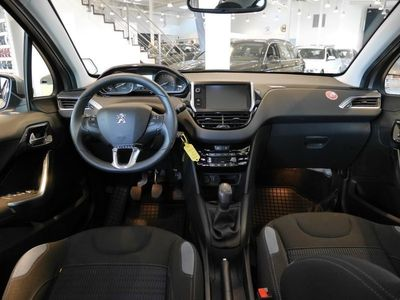 begagnad Peugeot 208 5D ALLURE 1,4 VTI (95 HK)