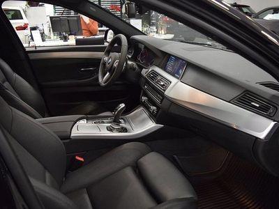 begagnad BMW 530 d xDrive Touring / M-Sport / Navi /drag