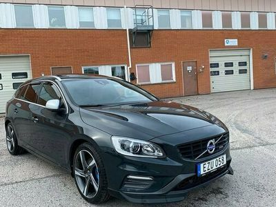 begagnad Volvo V60 T4F Momentum, R-Design 180hk Toppskick
