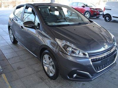begagnad Peugeot 208 Signature PureTec 82hk Bensin Man Panorama Euro6