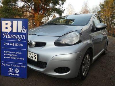 begagnad Toyota Aygo 5-D NYSERV ÅRSSK INBYTE 2011, Halvkombi 42 500 kr