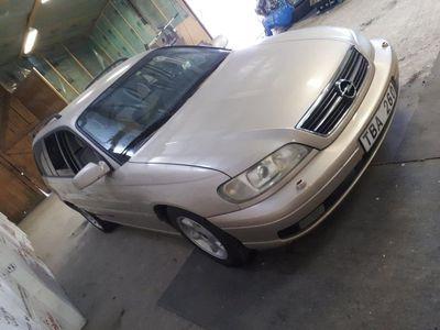 begagnad Opel Omega 2.2