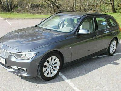 begagnad BMW 320 d Touring, ljus inredning, mkt fin