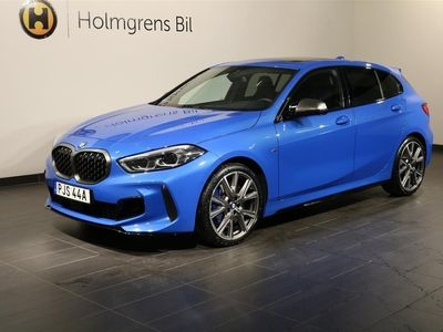 begagnad BMW M135 i xDrive Navi Panorama Harman Kardon Live Cockpit