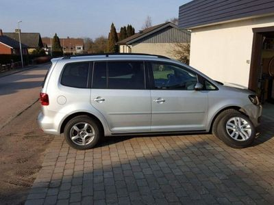 begagnad VW Touran 1.6 tdi blumotion technology 105hk -12