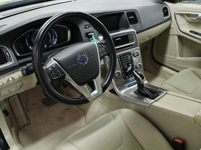 begagnad Volvo V60 D6 AWD Plug In Momentum /Läder/Drag/VOC