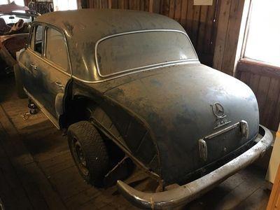 begagnad Mercedes 219 reservdelsbil