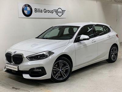 "begagnad BMW 118 i Sport line | PDC | 17"" 2020, Halvkombi 249 900 kr"