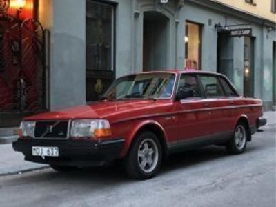 used Volvo 240 i toppskick och endast 17.800mil -87