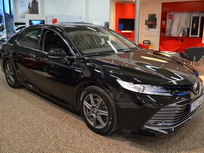 begagnad Toyota Camry Hybrid 2,5 Elhybrid Executive Vinterhjul Ingår