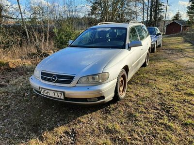 begagnad Opel Omega KOMBI 2.2 LIM