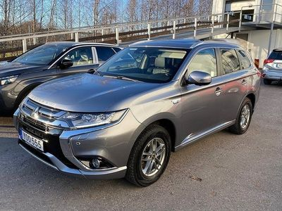 begagnad Mitsubishi Outlander P-HEV 4WD Business Automa