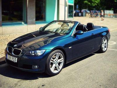 begagnad BMW 320 Cabriolet i Manuell/Navi/Skinn/Cykelhållare