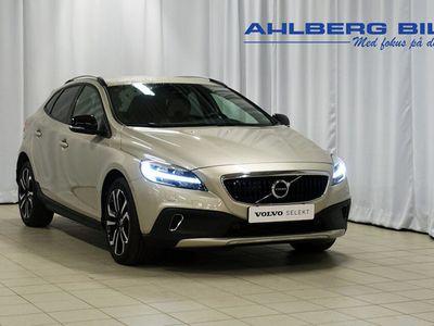 begagnad Volvo V40 CC T3 Pro Edition, Garanti 24 månader, On Call, Harman/Kardon, Parkeringskamera bak, Adaptiv farthållare, Navigation