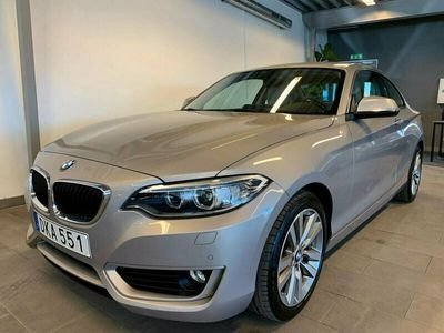 begagnad BMW 220 i Coupé Sportpaket Navi HiFi Backkamera 0kr Finans