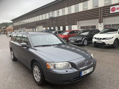 begagnad Volvo V70 2.4 Automat 170hk Lågmil Toppskick Drag
