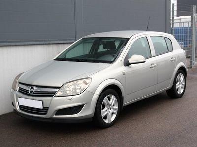 begagnad Opel Astra 1.6 115hk 9000 Mil Drag Nykamrem