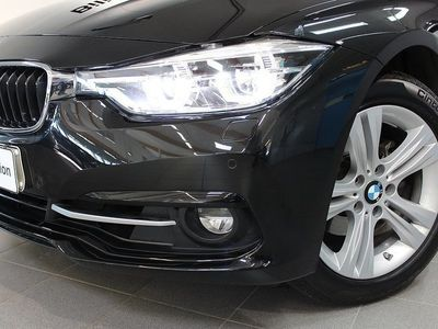 begagnad BMW 320 i xDrive Touring Sportpaket V-hjul Drag HiFi