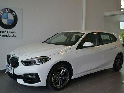 begagnad BMW 118 i Steptronic Sport line I Aut 2021, Halvkombi Pris 259 000 kr