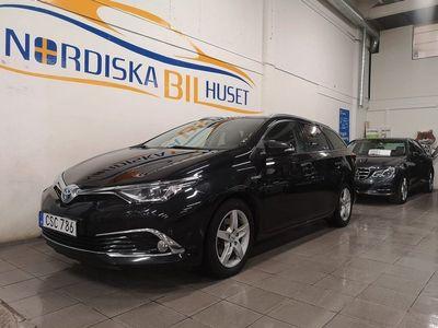 begagnad Toyota Auris EXECUTIVE Sports Hybrid 1.8 Paborama tak Euro 6 2016, Halvkombi 154 900 kr