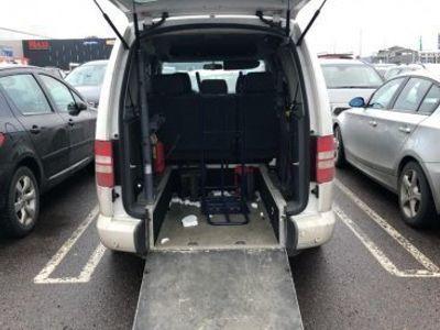 begagnad VW Caddy Maxi Life TDI HANDIKAPP/FAMBUSS -12
