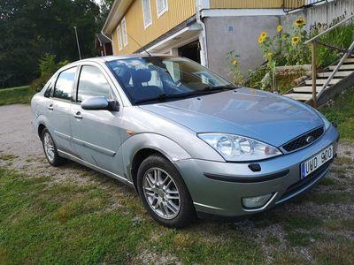 begagnad Ford Focus ghia sedan
