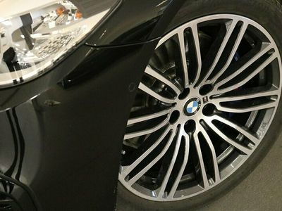 begagnad BMW 530 e xDrive iPerformance Sedan M Sport Drag Komfortöppning HiFi
