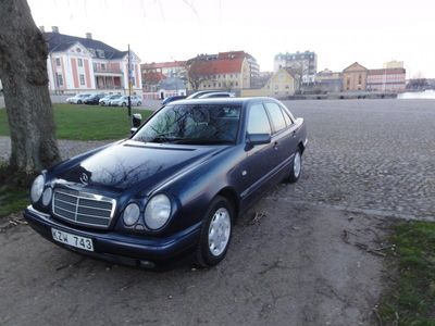 begagnad Mercedes E200 Bes Skat Låg mil 136hk