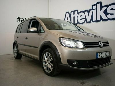 begagnad VW Touran Cross 1.4 TSI DSG 7-sits 140hk Drag Backkamera