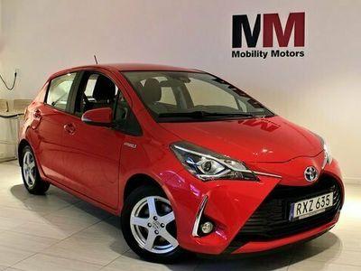 begagnad Toyota Yaris halvkombi Hybrid 1.5 VVT-i 101hk / GPS / KAMERA / bensin automat RÖD