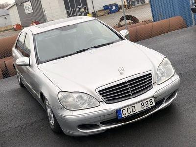 usata Mercedes 320 S-KLASSCDI Långversion Samma ägare 8 årI NÄRA TJUGO ÅR HAR UCARS EXCLUSIVE LEVERERAT BILAR TILL NÖJDA KUNDER ÖVER HELA SVERIGEI NÄRA TJUGO ÅR HAR UCARS EXCLUSIVE LEVERERAT BILAR TILL NÖJDA KUNDER ÖVER HELA SVERIGE