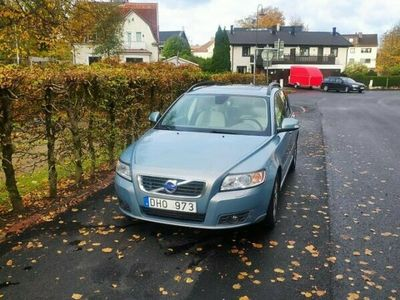 begagnad Volvo V50 D2 Momentum, ljudpaket, vinterdäck, ny kamrem