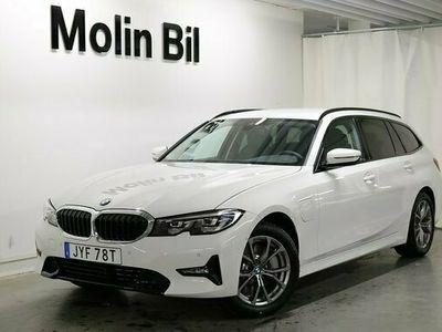 begagnad BMW 330e xDrive Touring PHEV Model Sport Dragkrok 2021, Personbil Pris 532 000 kr