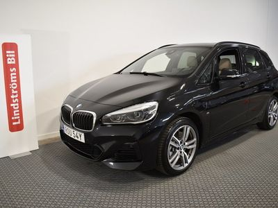 begagnad BMW 225 Active Tourer xe Plug-in hybrid M-sport Läder Panorama Navigation Nybilsgaranti