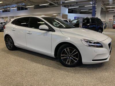 begagnad Volvo V40 T3 aut Business Advanced Garanti 24 månader (Utrustad med bl.a. Parkeringskamera bak, Parkeringssensor fram/bak, Klimatpaket on call)