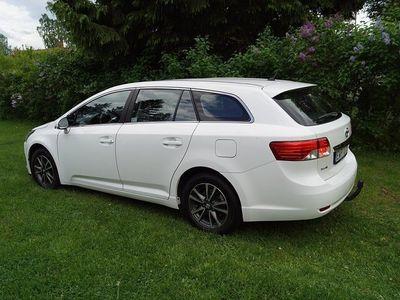 begagnad Toyota Avensis Kombi 2.0 D 124 HK 69900 kr