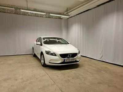 begagnad Volvo V40 T3 Business Advanced, On Call, Parkeringssensorer Fram/Bak, Farthållare, Start/Stop Funktion