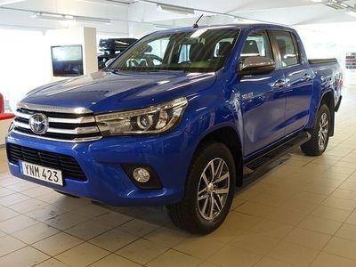 begagnad Toyota HiLux 2,4 AUT D-CAB PREMIUM SKINN FLAKLOCK DRAG