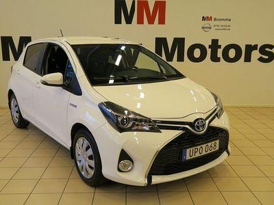 begagnad Toyota Yaris halvkombi Hybrid 1.5 VVT-i CVT Euro 6 VÄRMARE KAMERA bensin automat VIT