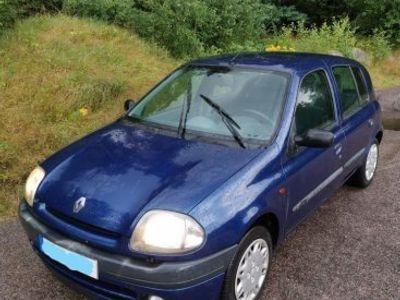 begagnad Renault Clio 1,2 -00