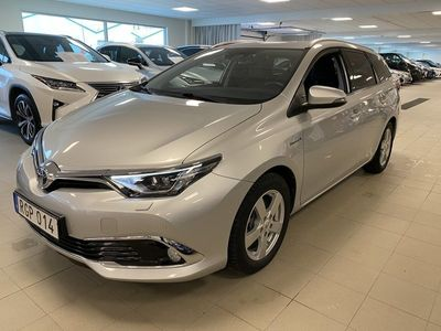 begagnad Toyota Auris Touring Sports Hybrid 1,8 HSD EXECUTIVE Vinterdäck, Motorvärmare