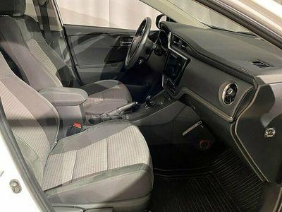 begagnad Toyota Auris Hybrid 1,8 5D TOUCH & GO