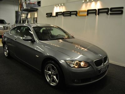 begagnad BMW 325 i Coupé 218hk Svensksåld