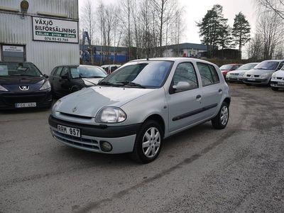 begagnad Renault Clio Halvkombi 5-d/1.4 75hk/ NY BES 2021-04/18200 MIL