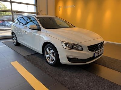 begagnad Volvo V60 T3 Business, Garanti 24 Månader, Utrustad med Bl.a. ( on Call, Parkeringssensor fram/bak )